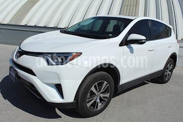 Foto venta Auto usado Toyota RAV4 XLE (2016) color Blanco precio $349,000