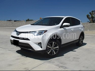Foto venta Auto usado Toyota RAV4 XLE (2017) color Blanco precio $338,000