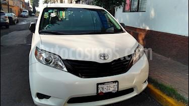 Toyota Sienna CE 3.3L usado (2015) color Blanco precio $279,000