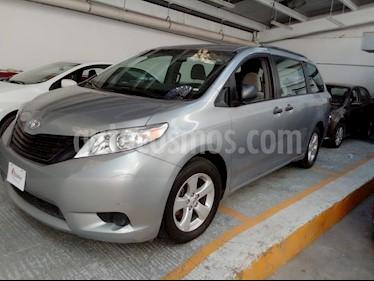 Foto venta Auto usado Toyota Sienna CE 3.5L (2017) color Plata precio $355,000