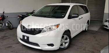 Foto venta Auto Seminuevo Toyota Sienna CE 3.5L (2017) color Blanco precio $390,000