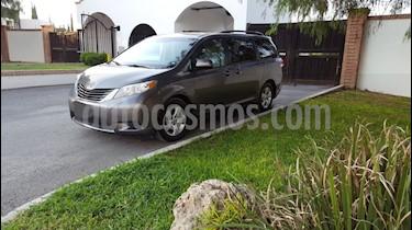 Foto venta Auto usado Toyota Sienna LE 3.3L (2014) color Gris precio $300,000