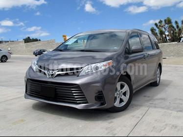 Foto venta Auto usado Toyota Sienna LE 3.3L (2019) color Gris precio $517,000