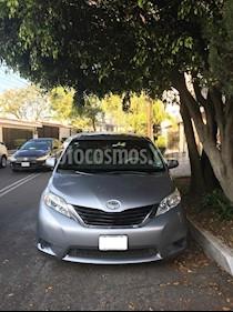 Foto Toyota Sienna LE 3.5L usado (2011) color Plata precio $170,000