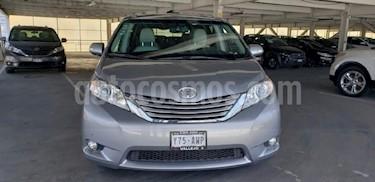 Foto venta Auto Seminuevo Toyota Sienna Limited 3.5L (2013) color Plata precio $389,000
