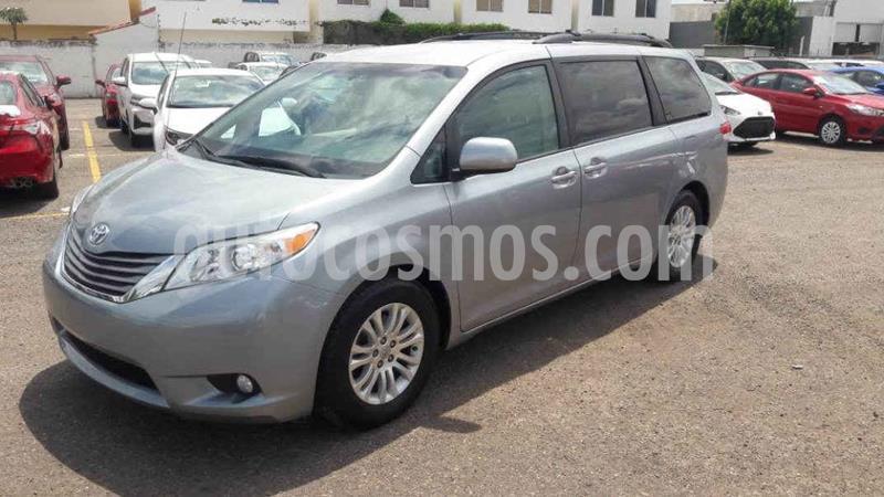 Toyota Sienna XLE 3.5L usado (2014) color Plata precio $279,000