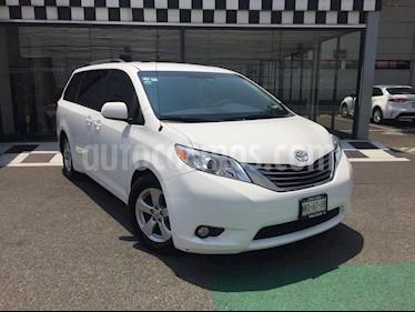 Toyota Sienna XLE 3.5L Piel usado (2012) color Blanco precio $240,000