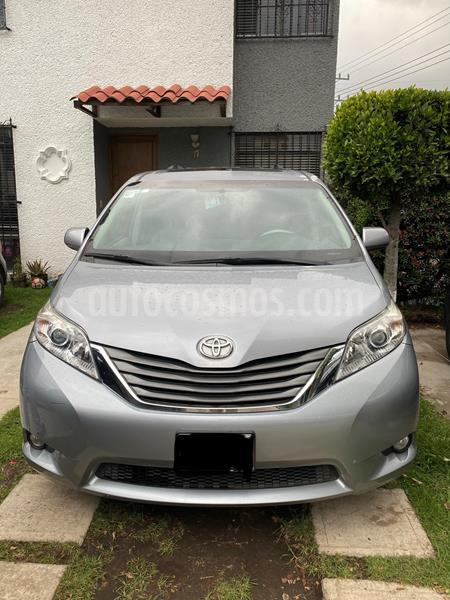 Toyota Sienna XLE 3.5L Piel usado (2014) color Plata precio $260,000
