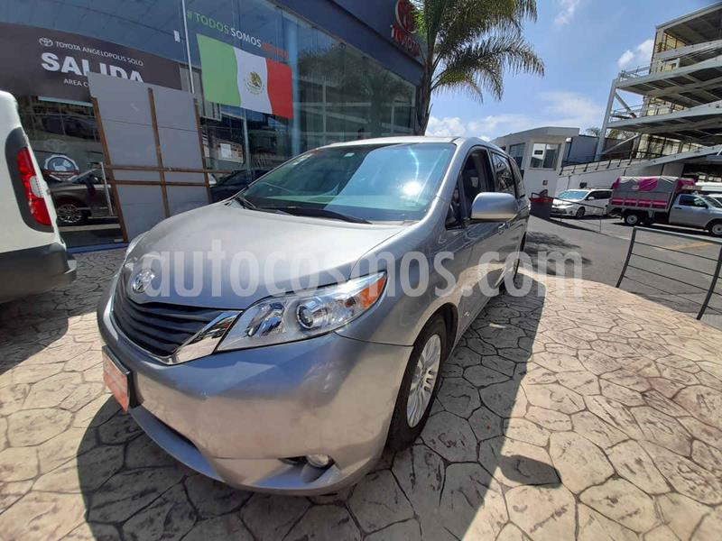 Toyota Sienna XLE 3.5L usado (2015) color Plata precio $355,000