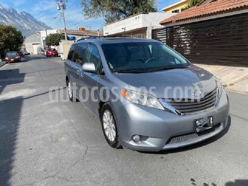 Toyota Sienna XLE 3.3L Piel usado (2011) color Gris precio $198,000