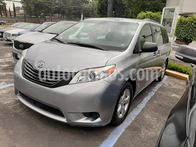 Toyota Sienna CE usado (2017) color Plata precio $315,000