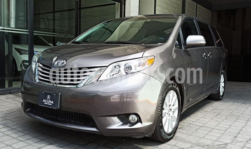 Toyota Sienna XLE 3.5L Piel usado (2017) color Gris precio $439,000