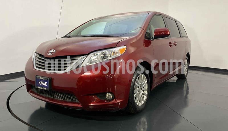 Toyota Sienna XLE 3.3L usado (2013) color Rojo precio $264,999