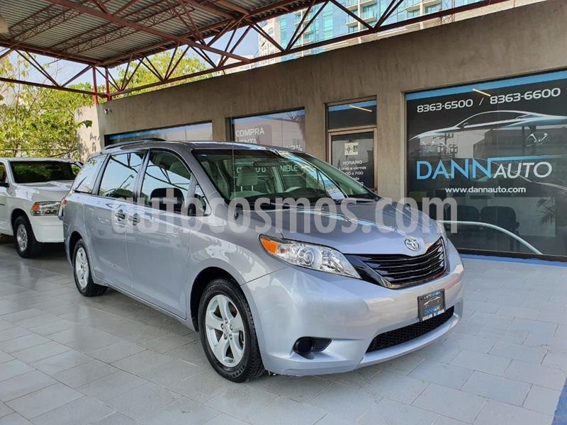 Toyota Sienna CE 3.5L usado (2012) color Gris precio $209,000