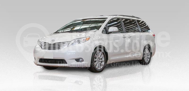 Toyota Sienna Limited 3.5L usado (2013) color Blanco precio $270,000