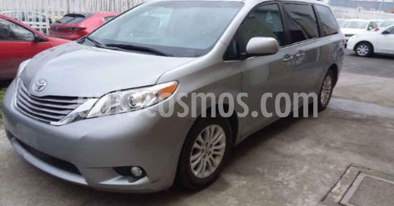 Toyota Sienna XLE 3.5L usado (2017) color Plata precio $329,900