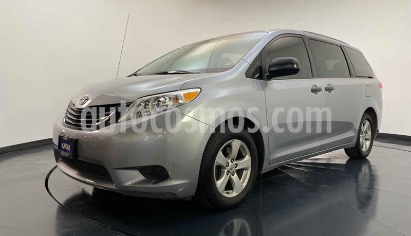 Toyota Sienna CE 3.3L usado (2013) color Plata precio $239,999