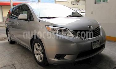 Foto Toyota Sienna LE 3.5L usado (2012) color Plata precio $235,000