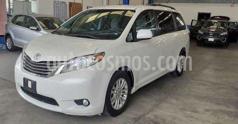 Toyota Sienna XLE 3.5L Piel usado (2017) color Blanco precio $324,900