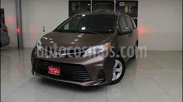 Toyota Sienna 5p LE usado (2020) color Cafe precio $525,000