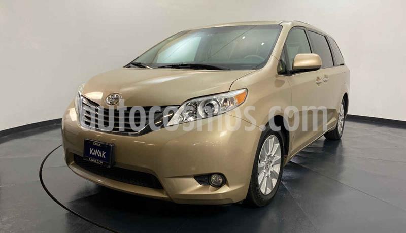 Toyota Sienna XLE 3.3L Piel usado (2012) color Dorado precio $247,999