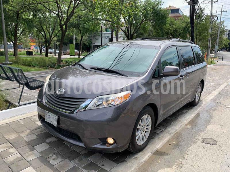 Toyota Sienna XLE 3.3L usado (2013) color Gris precio $269,900