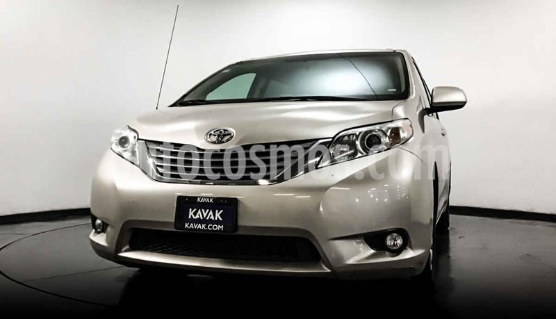 Toyota Sienna XLE 3.3L usado (2012) color Dorado precio $242,999