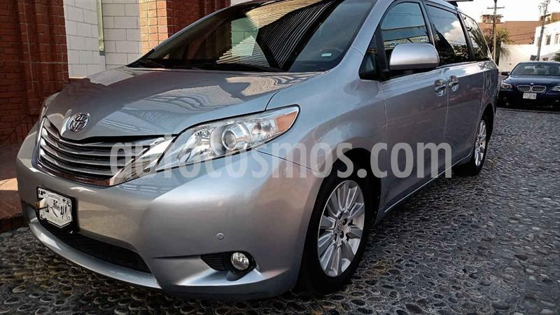 Toyota Sienna Limited 3.3L usado (2011) color Plata precio $218,000