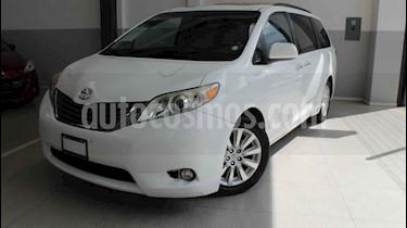 Toyota Sienna 5p XLE V6/3.5 Aut Q/C Piel usado (2014) color Blanco precio $260,000