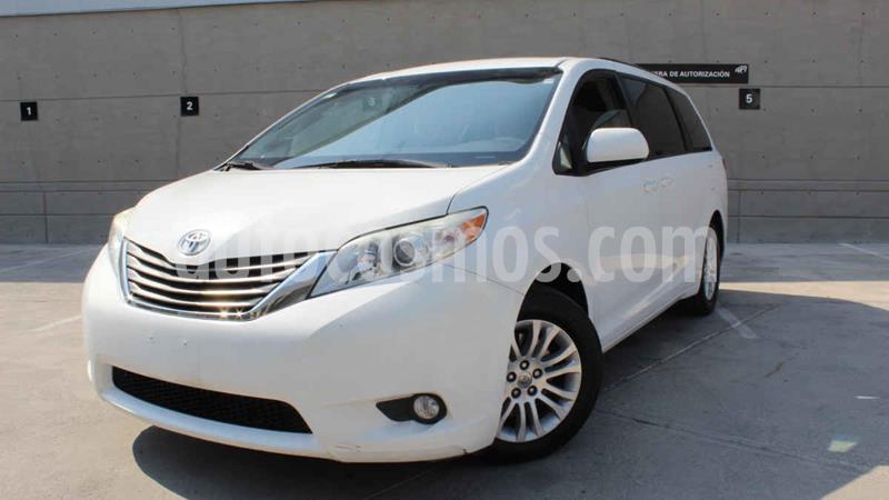 Toyota Sienna XLE 3.5L usado (2014) color Blanco precio $230,000
