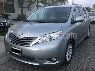 Toyota Sienna XLE 3.5L usado (2014) color Plata precio $265,000