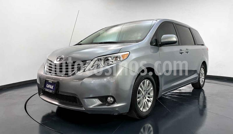 Toyota Sienna XLE 3.3L Piel usado (2011) color Plata precio $217,999