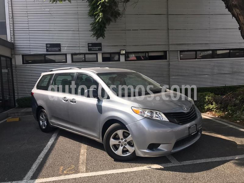 Toyota Sienna CE 3.5L usado (2017) color Plata Dorado precio $350,000