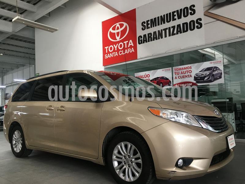 Toyota Sienna XLE 3.5L usado (2014) color Arena Metal precio $270,000