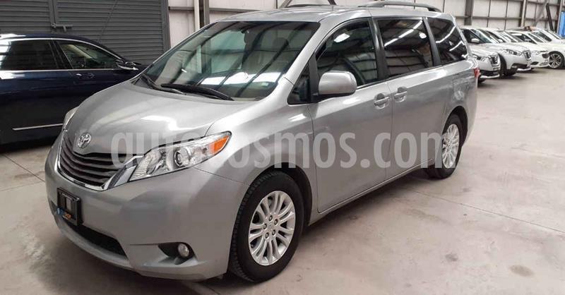 Toyota Sienna XLE 3.5L usado (2017) color Plata Dorado precio $319,900