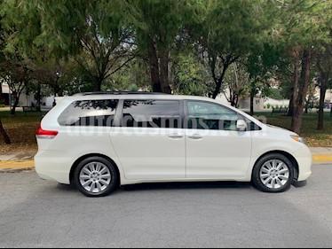 Toyota Sienna XLE 3.3L Piel usado (2013) color Blanco precio $285,000