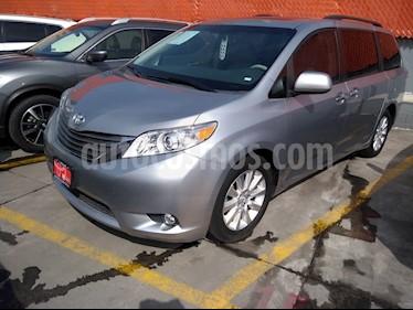 Toyota Sienna XLE 3.3L Piel usado (2011) color Gris Plata  precio $250,000