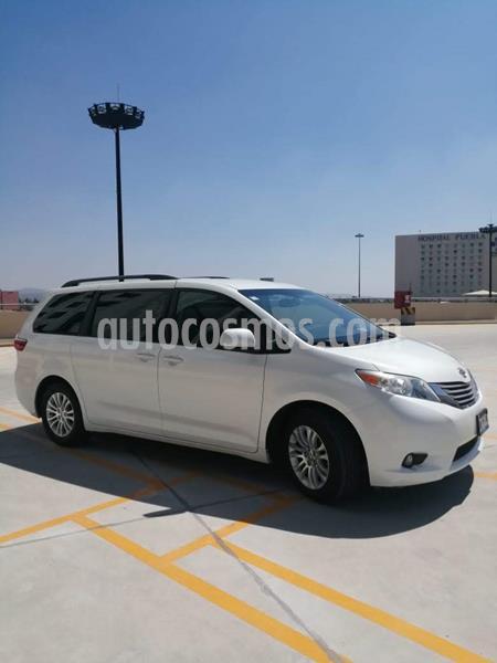 Toyota Sienna XLE 3.5L usado (2015) color Blanco precio $320,000