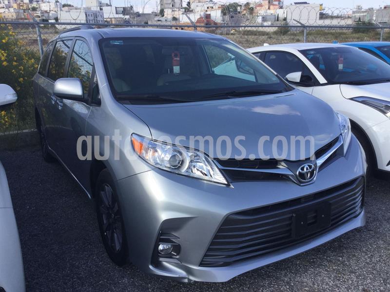 Toyota Sienna XLE 3.5L Piel usado (2020) color Plata Dorado precio $650,000