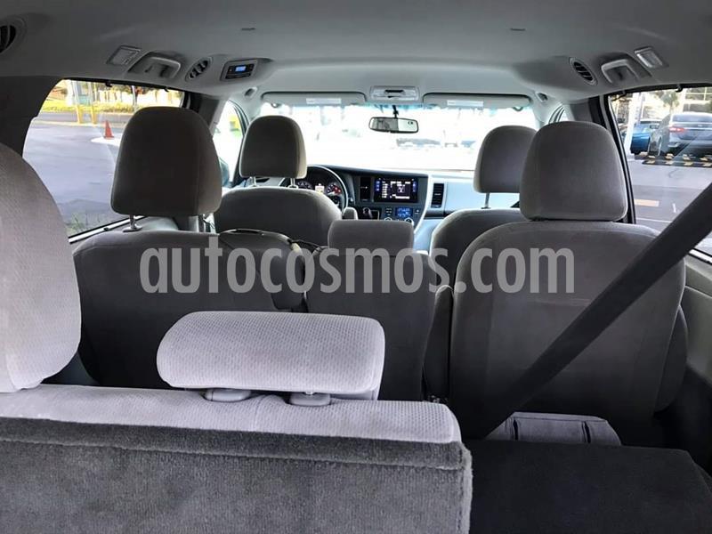 Toyota Sienna XLE 3.5L usado (2017) color Blanco precio $385,000