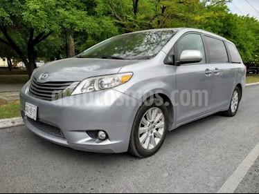 Toyota Sienna XLE 3.5L Piel usado (2014) color Plata precio $265,000