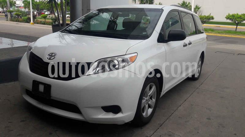 Toyota Sienna CE 3.5L usado (2017) color Blanco precio $320,000