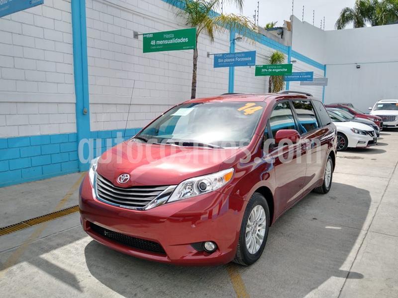 Toyota Sienna XLE 3.5L usado (2014) color Rojo precio $284,000