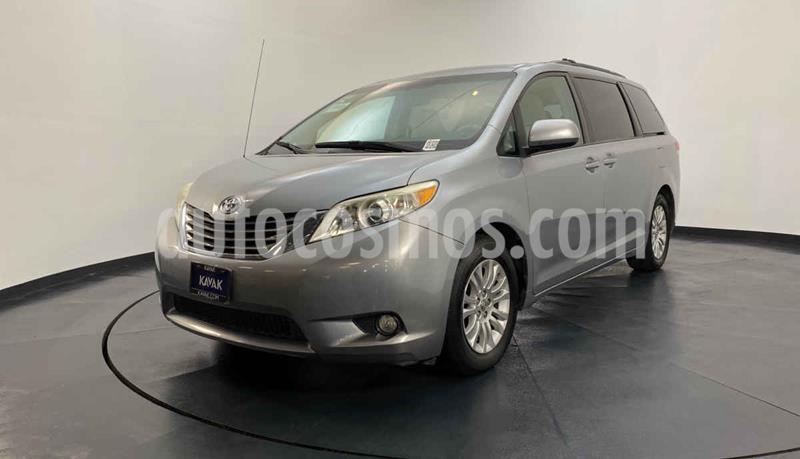 Toyota Sienna XLE 3.3L usado (2013) color Plata precio $247,999