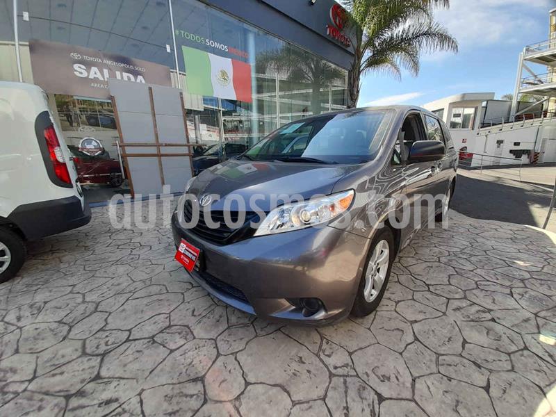 Toyota Sienna CE 3.5L usado (2015) color Gris precio $293,000