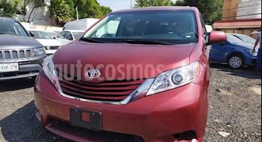 Toyota Sienna LE 3.3L usado (2017) color Rojo precio $375,000