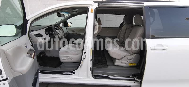 Toyota Sienna XLE 3.5L usado (2013) color Blanco precio $239,000