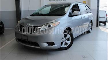Toyota Sienna 5p LE aut a/a ee usado (2012) color Plata precio $180,000