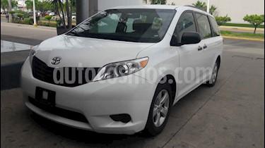 Toyota Sienna 5p CE V6/3.5 Aut usado (2017) color Blanco precio $358,000