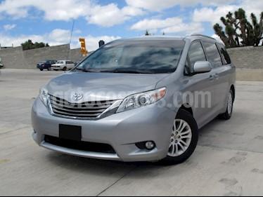 Foto venta Auto usado Toyota Sienna XLE 3.3L (2013) color Plata precio $278,000